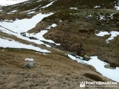 Nacimiento del Río Manzanares (Descenso del Río Manzanares); baston para senderismo